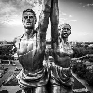 """Монумент """"Рабочий и колхозница"""" / Аэрофотосъемка"""