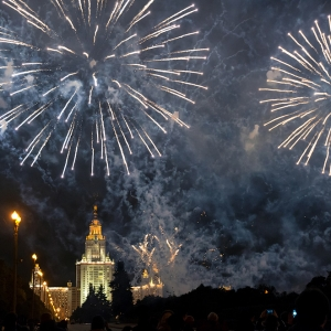 Салют над зданием МГУ / Репортажная фотосъемка