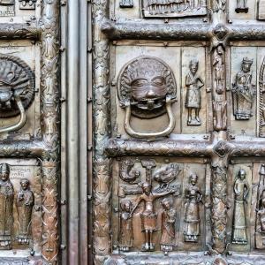 Ворота Софийского собора, Новгород / Тревел-фотография