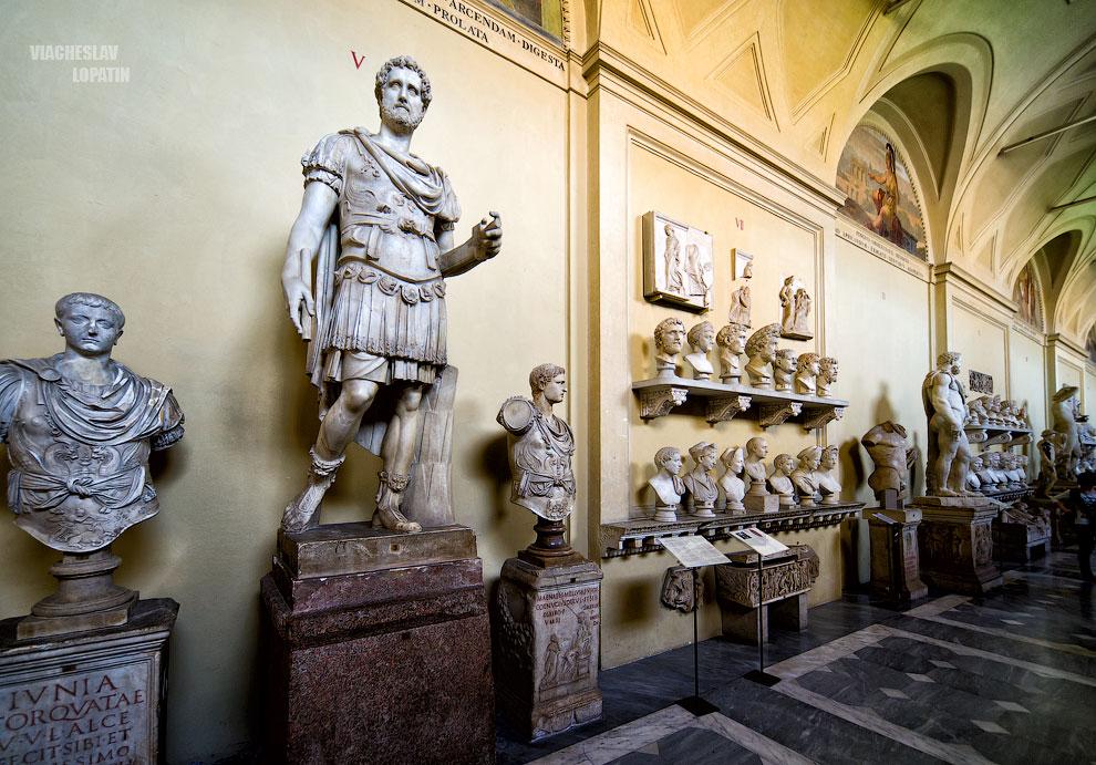 Статуи в Музее Ватикана