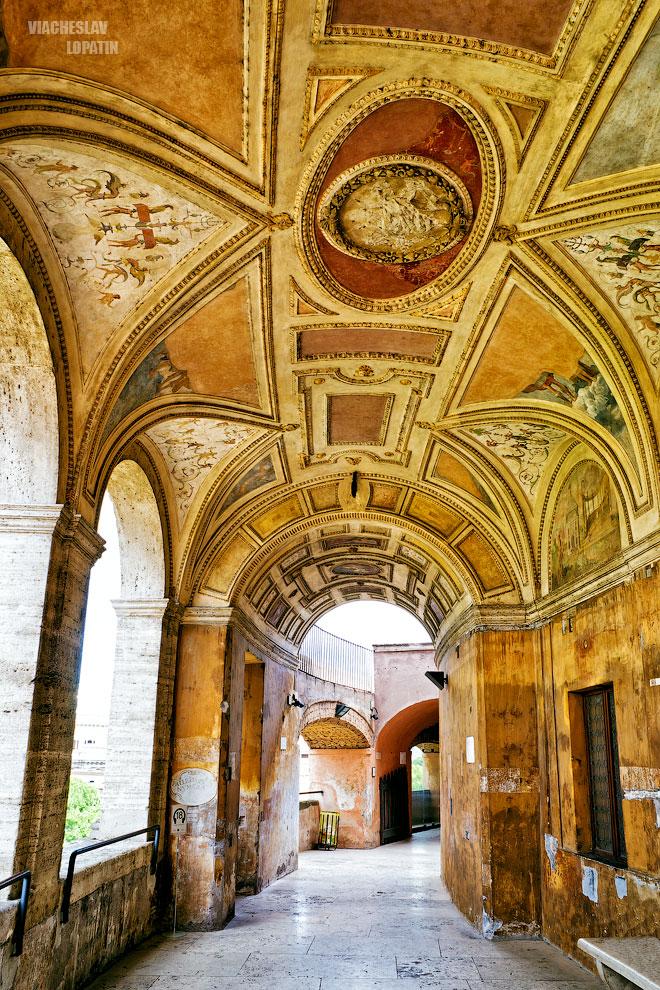 Галерея в замке Святого Ангела