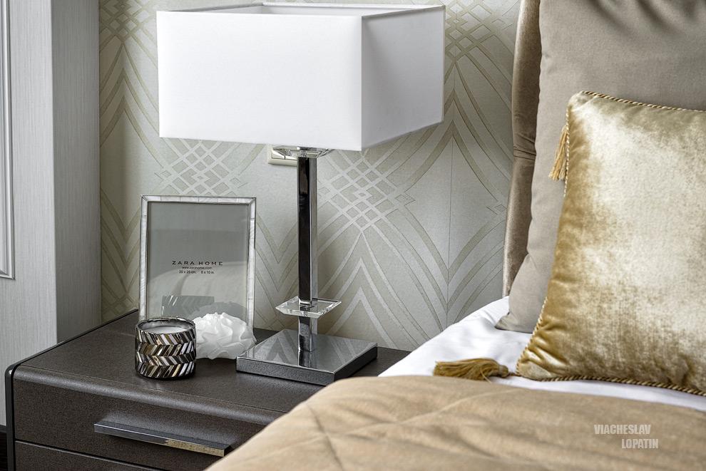 Интерьер квартиры, спальня, лампа