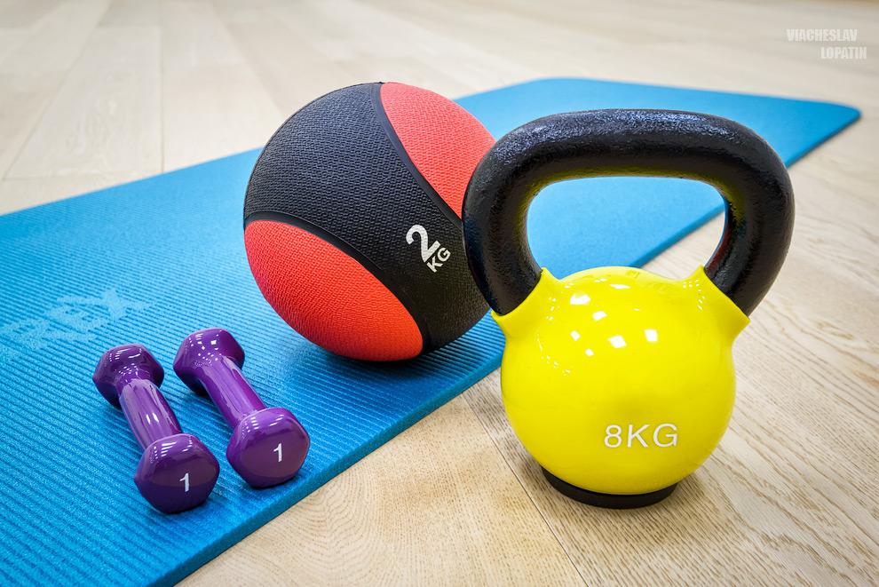 Интерьер студии фитнеса: инвентарь