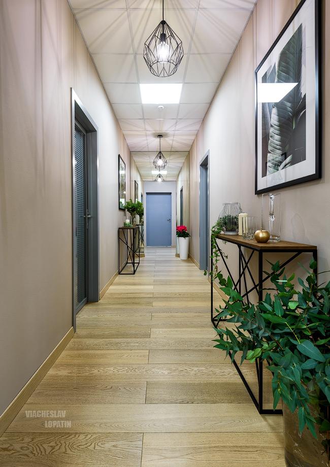 Интерьер студии фитнеса: коридор