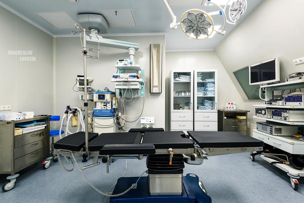 Интерьер клиники, операционная