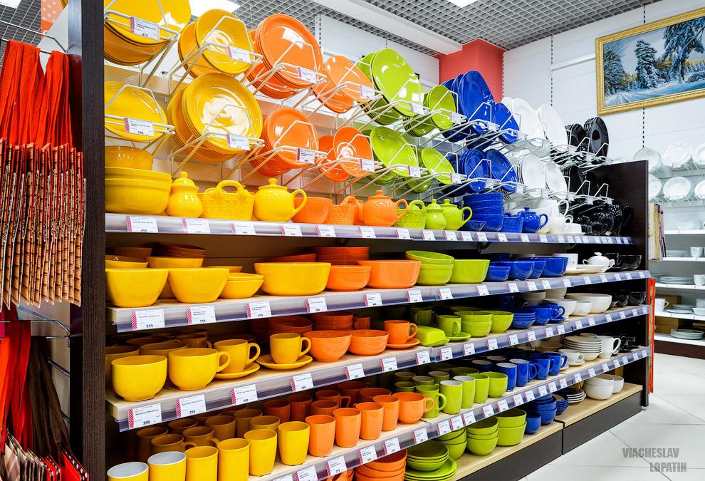 Интерьер магазина с посудой