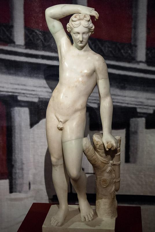 Помпеи: статуя