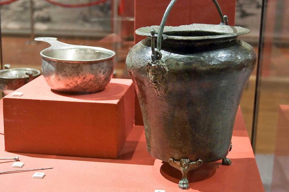 Металлические изделия из Помпей: посуда