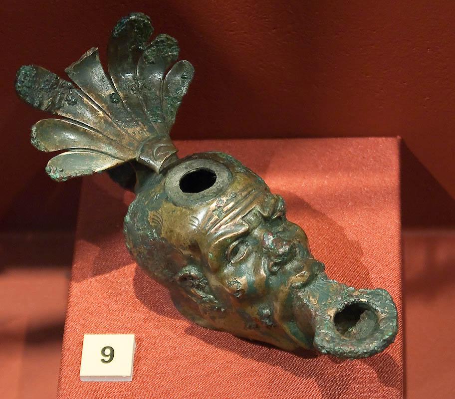 Металлические изделия из Помпей: лампа